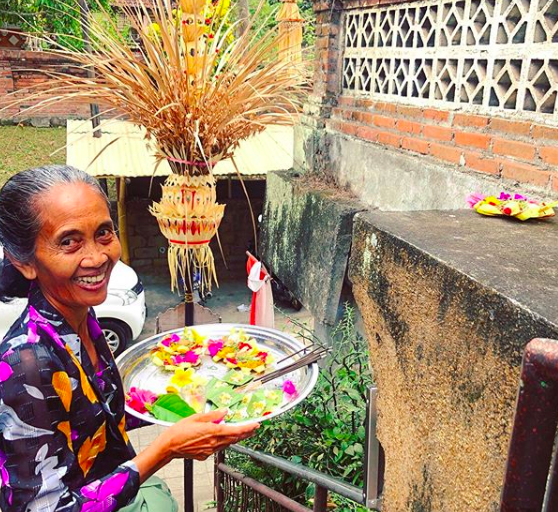 A local Balinese woman in Sanur carries Canang sari to do her morning blessing.