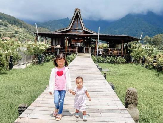 Kids visiting Bedugul Bali