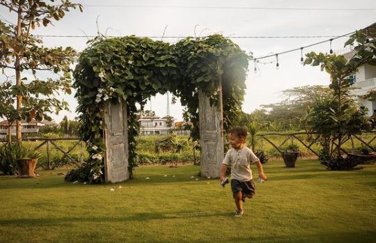 Seth running the gardens of Canggu restuaurant